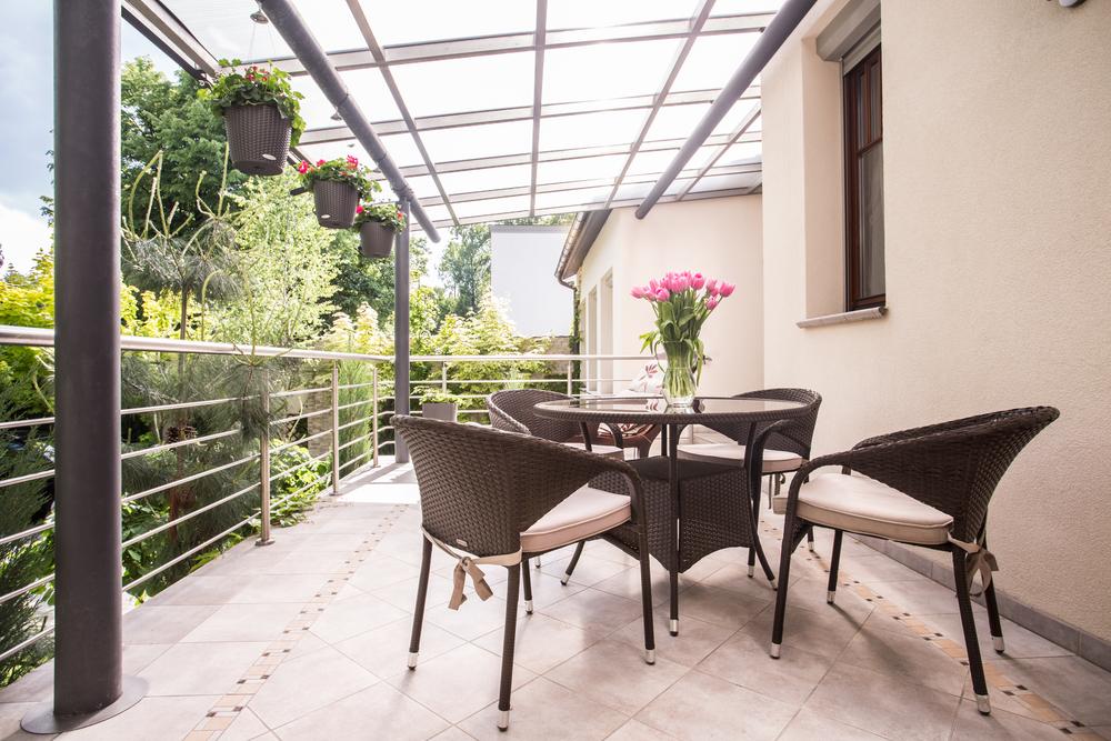 Balkonüberdachung aus Aluminium und Glas