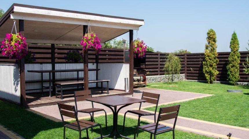 Terrassenüberdachung mit Montage – Kosten und Preise im Überblick